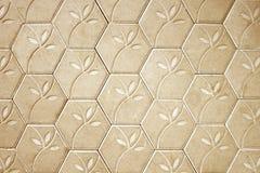 Brown-Betonblockboden-Blumenmusterhintergrund Lizenzfreie Stockbilder
