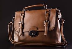 Brown biznesowa torba na czarnym tle obraz stock