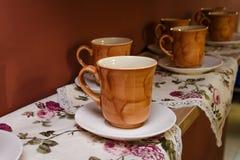 Brown ceramiczny kubek zdjęcia stock
