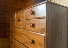 Brown chłopiec drewniany wysoki gabinet zdjęcia stock
