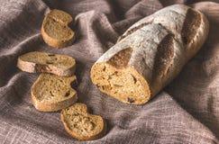 Brown chleb w bieliźnianej pielusze Fotografia Royalty Free