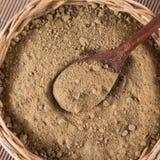 Brown cukier Mascavo w koszykowym pucharze obrazy stock