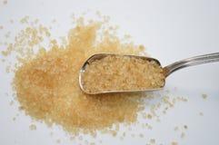 Brown cukier na metal łyżce Zdjęcia Stock
