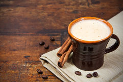 Brown cup of coffee with cinnamon sticks Royalty Free Stock Photography