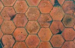 Brown deckt Muster mit Ziegeln Stockfotos