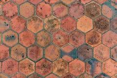 Brown deckt Muster mit Ziegeln Stockfotografie