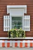brown dekorerat väggfönster Arkivbild