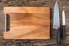 Brown drewniana Tnąca deska na nieociosanym stołowym zbliżeniu, drewnianym Obrazy Stock