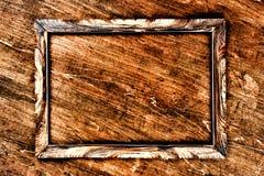 Brown drewno rzeźbiąca rama na drewnianym tle kosmos kopii obraz stock