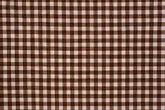 Brown e fundo branco de pano do guingão Imagem de Stock Royalty Free