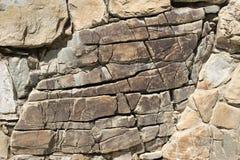 Brown e grandi crepe di pietra Fotografia Stock