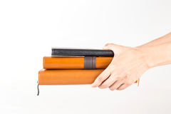 Brown e livros de couro pretos do diário à disposição Foto de Stock Royalty Free