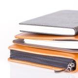 Brown e livros de couro pretos do diário Fotografia de Stock Royalty Free