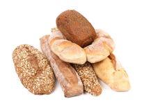 Brown e pagnotte di pane bianche. fotografia stock libera da diritti