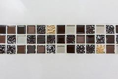 Brown e pavimentazione delle mattonelle dell'oro Immagine Stock