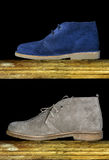 Brown ed uomo blu delle scarpe della pelle scamosciata Fotografie Stock Libere da Diritti