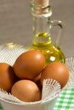 Brown-Eier im Sackleinen Stockbild
