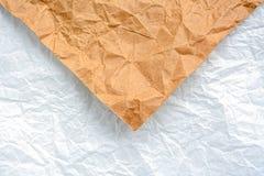 Brown et blanc ont ridé la texture de papier, fond de concept photos stock