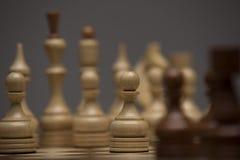 Brown et chiffres blancs sur le bureau d'échecs Images stock