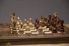 Brown et chiffres blancs sur le bureau d'échecs Images libres de droits