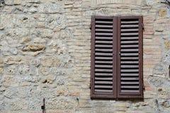 Brown-Fensterfensterläden Lizenzfreies Stockbild