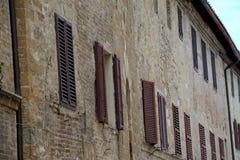 Brown-Fensterfensterläden Lizenzfreies Stockfoto
