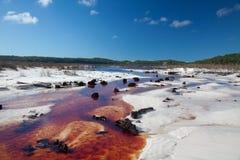 Brown-Fluss in den weißen Sanden auf Fraser Island Stockfotografie