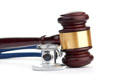 Brown gavel and a medical stethoscope Royalty Free Stock Photos