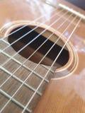 Brown-Gitarre sehr nah dargestellt stockbilder