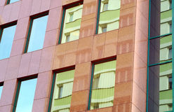 Brown granitkontorsbyggnad Royaltyfria Bilder