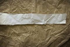 Brown grunge Papier mit Weißbuchstreifen Stockbilder