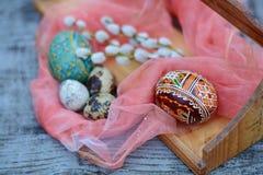 Brown i pomarańcze Easter jajko z tradycyjny ormanent Zdjęcie Stock