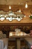 Brown-Innenraum des Cafés Lizenzfreies Stockbild