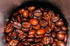 Brown-Kaffeebohne-Nahaufnahmeweinlese-Hintergrundbeschaffenheit Stockfoto