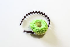 Brown kapitałka i zieleni Hairband Zdjęcie Stock