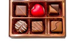 Brown-Kasten Schokolade mit sortierten Schokoladen stockbilder