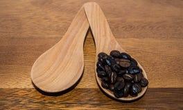 Brown kawa W łyżkach Fotografia Royalty Free