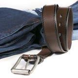 Brown läderbälte och jean Arkivfoton