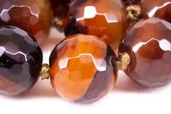 Brown lapidou grânulos da cornalina Foto de Stock