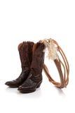 Brown-lederne Cowboystiefel auf Weiß Lizenzfreie Stockbilder