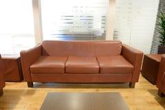 Brown-ledernes Sofa Stockfotografie