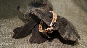 Brown mężczyzna rzemienna bransoletka Fotografia Royalty Free