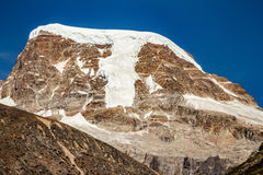 Brown mountain with snow on the top and yellow stone ground at Thangu and Chopta valley in winter in Lachen. North Sikkim, India Stock Photo