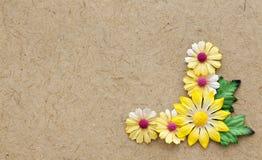 Brown-Naturmaterielle Papierblumenkarte Lizenzfreie Stockbilder