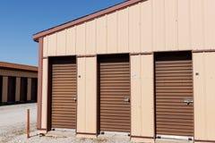 Brown a numéroté le stockage d'individu et les mini unités de garage de stockage II images stock