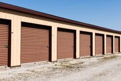 Brown a numéroté le stockage d'individu et les mini unités de garage de stockage III images stock