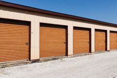 Brown a numéroté le stockage d'individu et les mini unités de garage de stockage V photos libres de droits