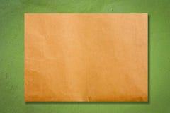 Brown-Papier auf Wand Lizenzfreie Stockfotografie