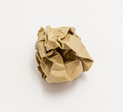 Brown-Papierball auf weißem Hintergrund Stockfoto