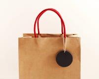Brown papierowa torba z czarną etykietką Obrazy Royalty Free